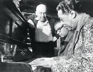 "Preminger und Duke Ellington (re.) am Set von ""Anatomy of a Murder"" (1959)."