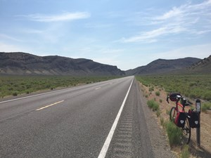 "High Noon am 28. Juni 2015: Hans Schabus auf dem Lincoln Highway, der ""Loneliest Road in America""."