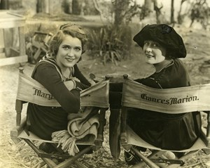 "Mary Pickford und Frances Marion am Set von ""The Love Light"", 1921."