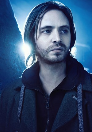Aaron Stanford als James Cole.