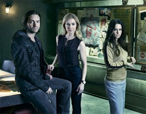 James Cole (Aaron Stanford), Dr. Cassandra Railly (Amanda Schull) und Jennifer Goines (Emily Hampshire).