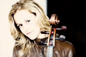 Sol Gabetta mit Cello.