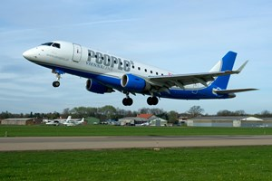 Die Embraer 170 der Mini-Airline