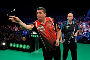 "Mensur Suljovic schlägt die Legende Phil ""The Power"" Taylor!"