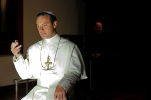 "Jude Law als machthungriger Pontifex in ""The Young Pope""."