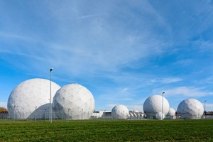Radome der Abhörstation des Bundesnachrichtendiensts in Mietraching bei Bad Aibling.