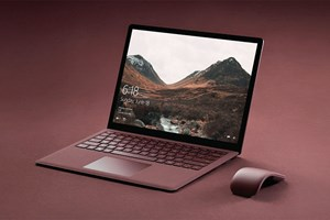 "Der Surface Laptop in der Farbvariante ""Burgundrot'""."