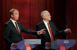 Liberaldemokrat Tim Farron (links), Labour-Chef Jeremy Corbyn: Harte Attacken auf May beim britische TV-Duell.