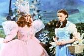 Judy Garland (r.) besteht Abenteuer im Zauberland Oz