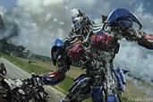 Optimus Prime kämpft auf der Seite der Menschen