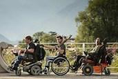 Drei Rollstuhlfahrer auf Diebestour