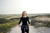 "In ""Gehen am Strand"" flüchtet Anja ans Meer"