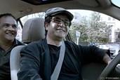 Regisseur Panahi sitzt selbst am Steuer des Taxis