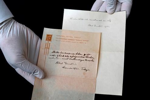 Lebensweisheiten des Physik-Genies | Notiz von Albert Einstein unterm Hammer
