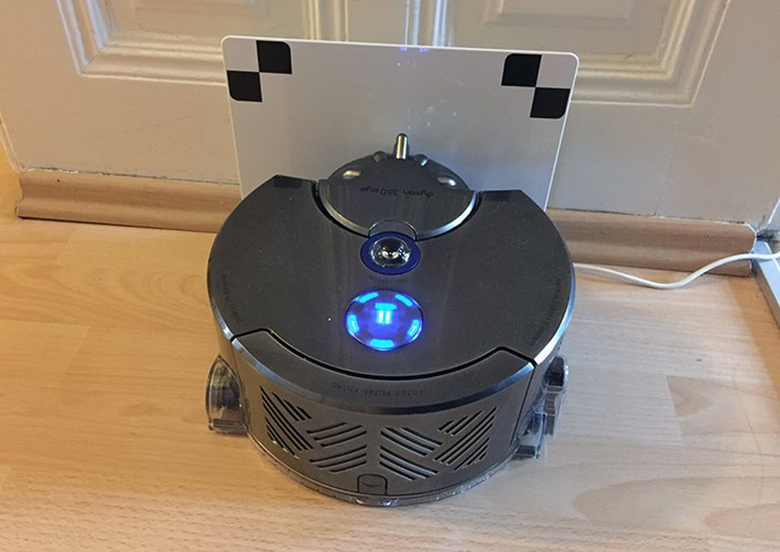 staubsaugerroboter dyson 360 eye im test teures. Black Bedroom Furniture Sets. Home Design Ideas