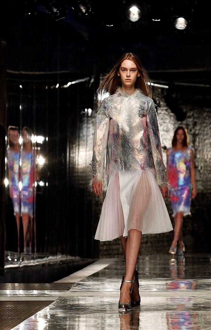 london fashion week schn rungen vokuhila kleider pastellfarben modeschauen fr hjahr sommer. Black Bedroom Furniture Sets. Home Design Ideas