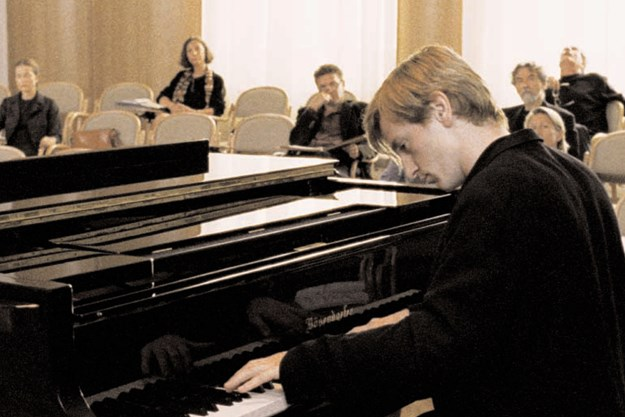 http://images.derstandard.at/t/M625/movies/2001/2317/161010223339645_8_die-klavierspielerin_aufm02.jpg