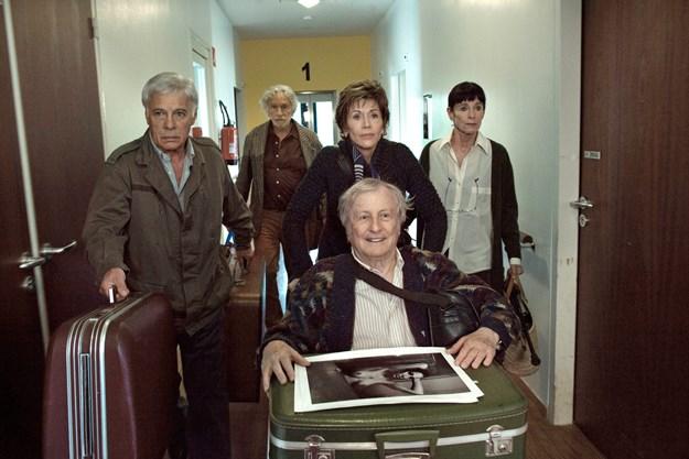 http://images.derstandard.at/t/M625/movies/2011/16060/160503223125284_8_und-wenn-wir-alle-zusammenziehen_aufm2.jpg