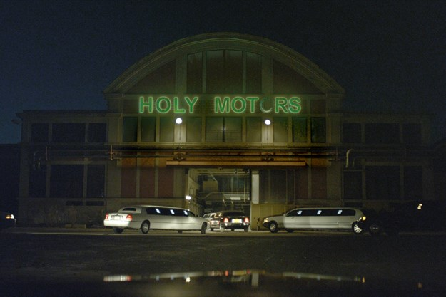 http://images.derstandard.at/t/M625/movies/2012/16367/170802203024349_14_holy-motors_aufm2.jpg