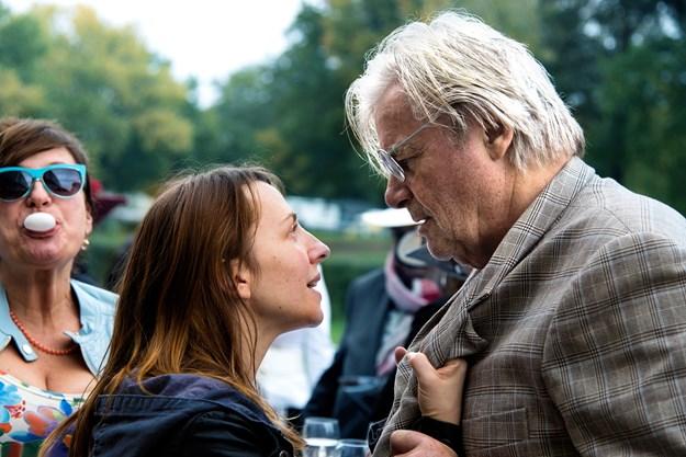 http://images.derstandard.at/t/M625/movies/2016/23827/161010223119862_8_die-welt-der-wunderlichs-liebe-muss-man-koennen_aufm02.jpg