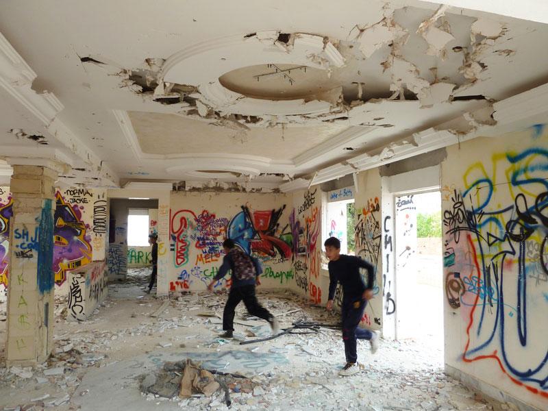 die bonzenvilla als streetart galerie und spielplatz tunesien kultur. Black Bedroom Furniture Sets. Home Design Ideas