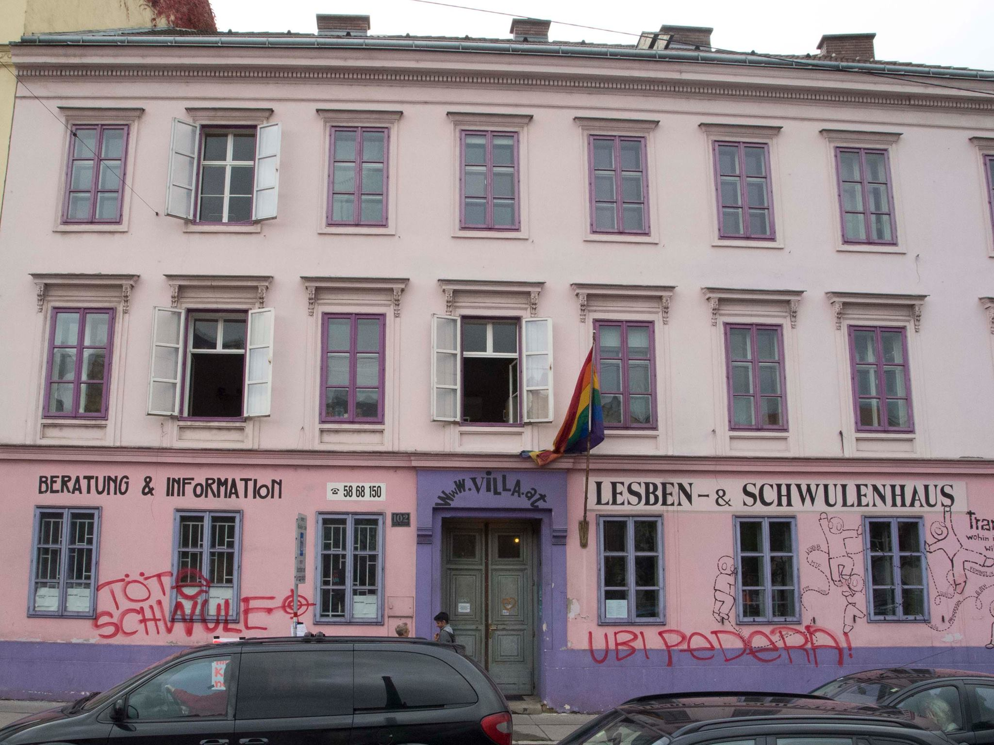 Morddrohung auf der fassade der rosa lila villa in wien for Design schule wien