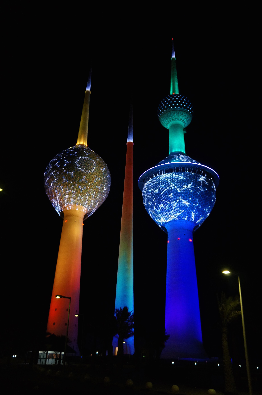 Https 2000015132109 Kaerntner Finanzloch Kondom Fiesta Neon Towers 2
