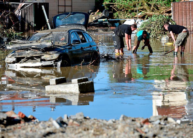 hochwasser in deutschland elf tote noch immer vermisste naturkatastrophen. Black Bedroom Furniture Sets. Home Design Ideas
