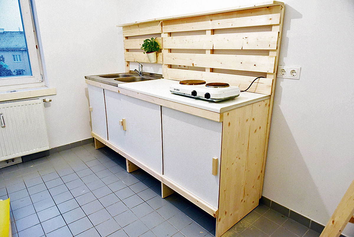 wieder kochen diy k che f r fr here obdachlose um 160 euro bauen wohnen. Black Bedroom Furniture Sets. Home Design Ideas