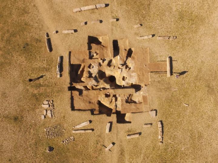 Mittelalterliches Monument in der Steppe entdeckt