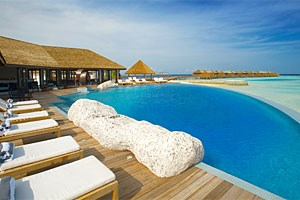 Lily Beach Resort & Spa in Huvahendhoo, Malediven