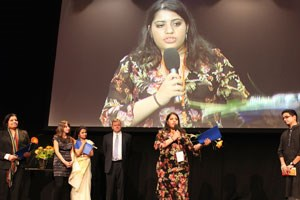 Heba Habib nimmt den World Summit Youth Award am 13. November in Graz entgegen.