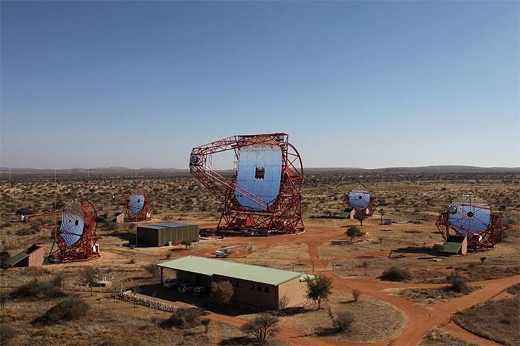 Gewaltiges Spiegelteleskop Stellt Alles Bisher Dagewesene In Den Schatten Raum Derstandard At Wissenschaft