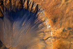 A handout picture made available by NASA on 08 June 2015 shows a closeup image of a 'fresh' (on a geological scale) impact crater in the Sirenum Fossae region of Mars, 30 March 2015. The crater appears relatively recent as it has a sharp rim and well-preserved ejecta. The image was acquired by the High Resolution Imaging Science Experiment (HiRISE) camera aboard NASA's Mars Reconnaissance Orbiter. EPA/NASA/JPL/UNIVERSITY OF ARIZONA HANDOUT EDITORIAL USE ONLY