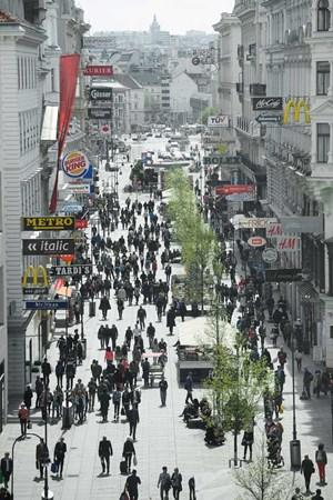 57b153620bff93 60.000 Passanten ziehen täglich durch die Kärntner Straße. Für kleine  Händler ist kein Platz