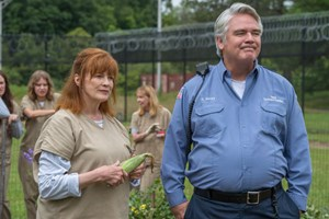 Judy King (Blair Brown) und Sam Healy (Michael J. Harney).
