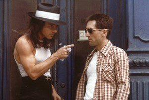 "Travis Bickle (Robert De Niro, re.) und der Zuhälter Sport (Harvey Keitel) in ""Taxi Driver"" (1976)."