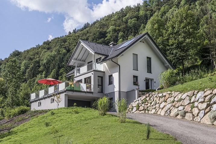 Haus In Hanglage Mit Keller