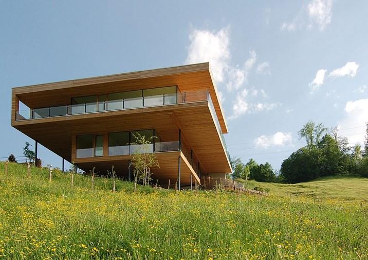 Hausbau der hang zum hang immo region west for Modernes haus berg