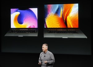 Marketing-Vize Phil Schiller bei der Vorstellung der neuen Macbooks.