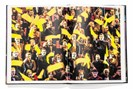 """foto: aufschlagseite aus lois lammerhubers monografie """"chorus"""", fotografiert von lukas friesenbichler"""