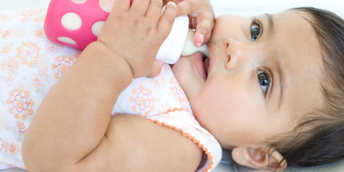 الفرق بين حليب الأم والحليب الصناعي
