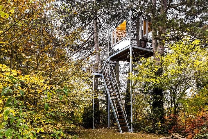 Baumhaus Architekturbüro spiegelhaus ein baumhaus als meister der tarnung architektur