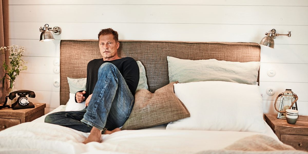 barefoot til schweiger er ffnet ein hotel an der ostsee. Black Bedroom Furniture Sets. Home Design Ideas