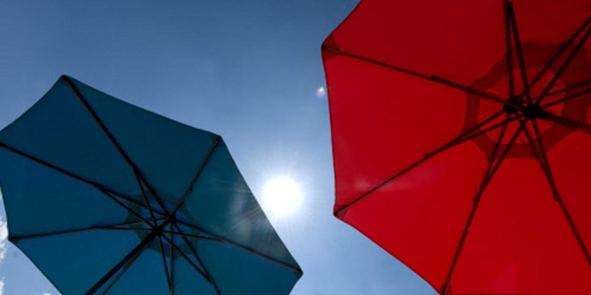 Asiatische Sonnenschirme , Jesolo Investiert In Selbstöffnende Sonnenschirme Mit App Steuerung