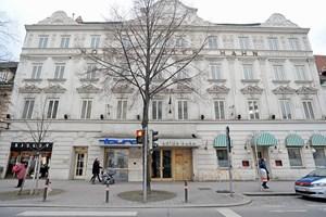 Roter Hahn Kunst leerstehendes hotel landstraßer hahn mit bewegter geschichte