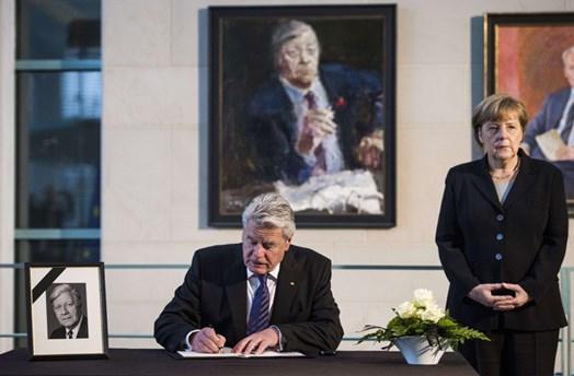 Neue Zwei Euro Münze Helmut Schmidt Ist Auf Seiner Münze
