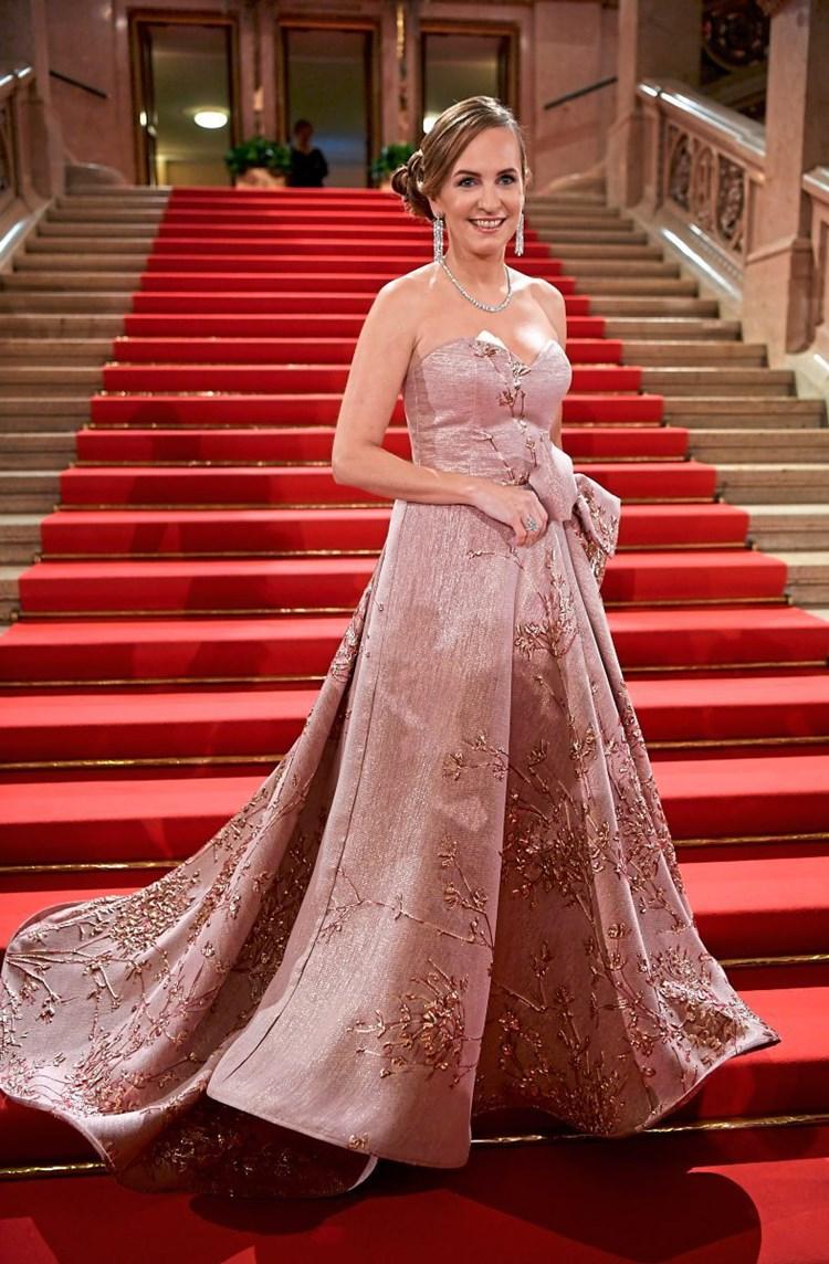 Opernball-Mode: Maria Großbauer in Kleid von Wiener