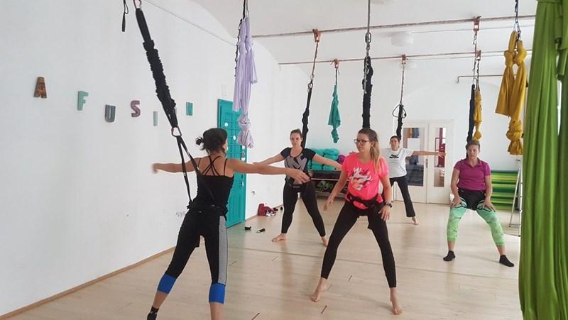 Klettergurt Für Yoga : Fast schwerelos: am bungee seil trainieren gesunde geschichten