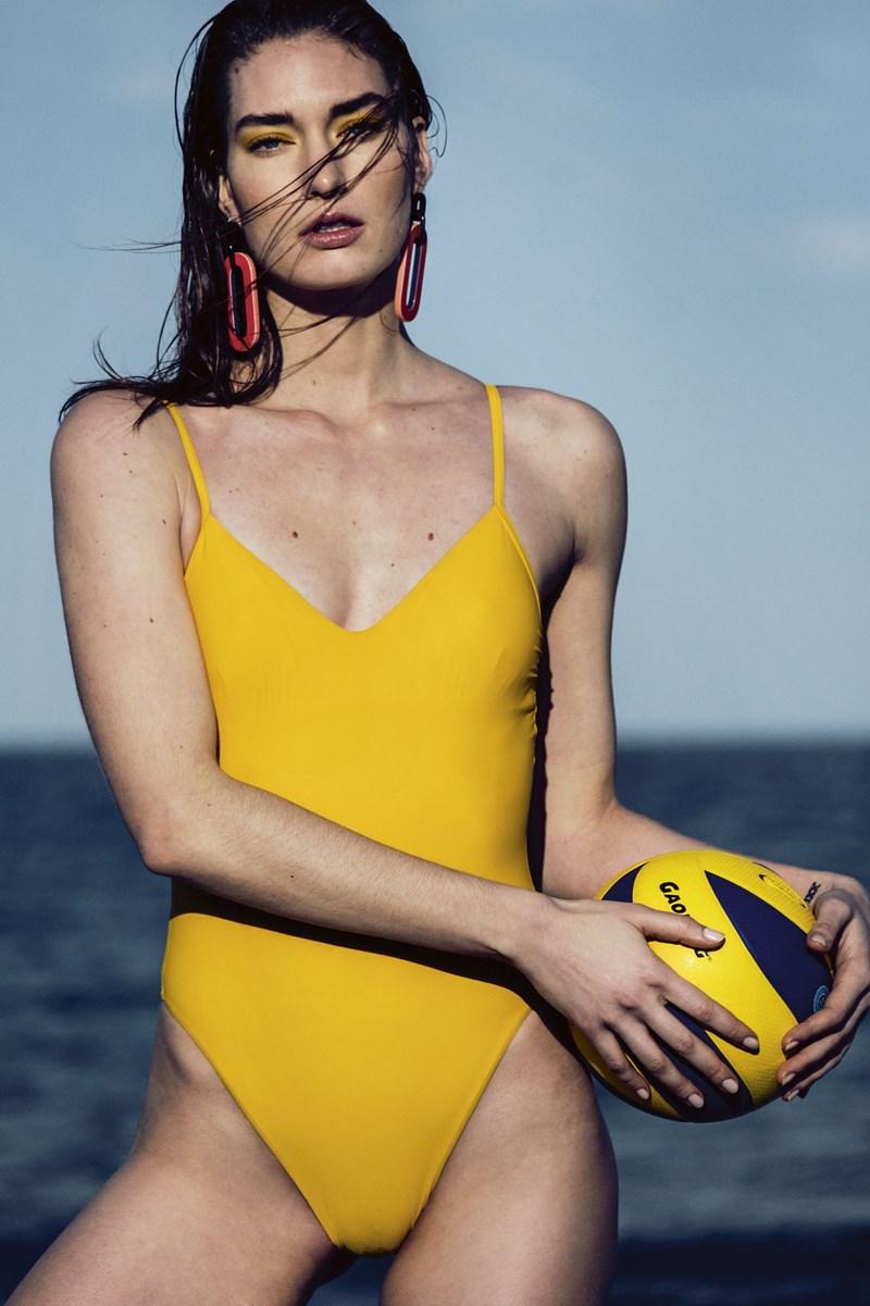 Die Rückkehr des Badeanzugs - Mode   Kosmetik - derStandard.at ... e5c25d856a